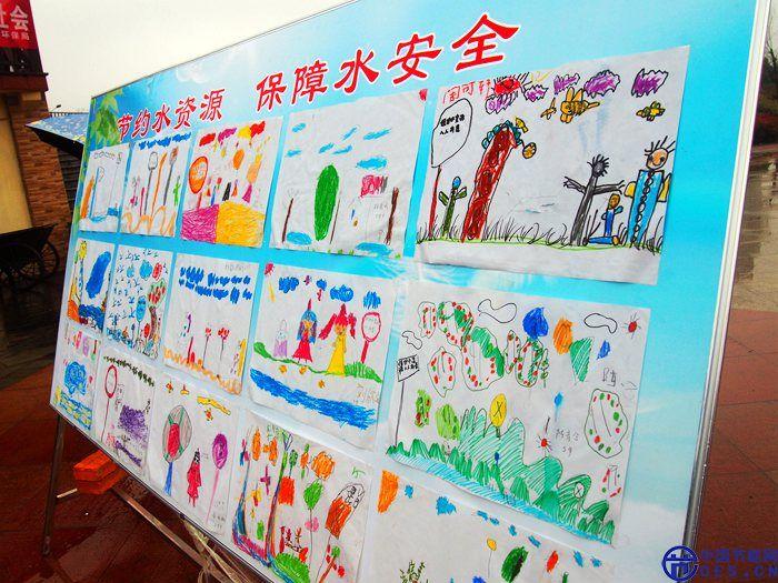 手绘漫画展展示了保护水资源的重要性